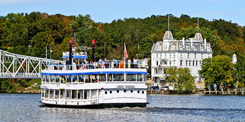 Essex-Steam-Train-and-riverboat in CT