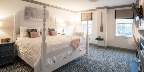 Hoxie King Room New 2020 - Whaler's Inn - Mystic, CT